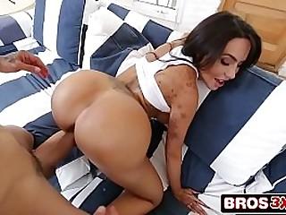 Bootylicious Lela Star Twerking on a Big Cock
